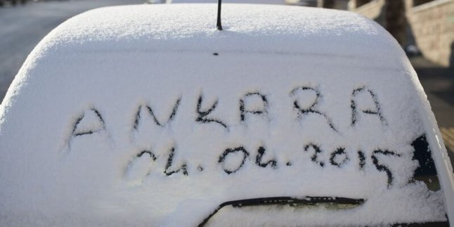 Ankara'da Nisanda Kar Yağışı…