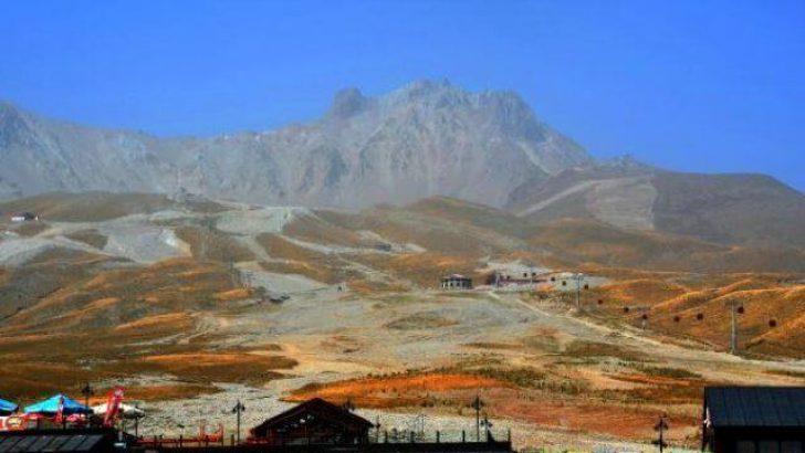Eylül Sıcağı Erciyes'in Zirvesindeki Karı Eritti