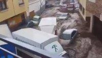 İspanya'da Sel Araçları Sürükledi !