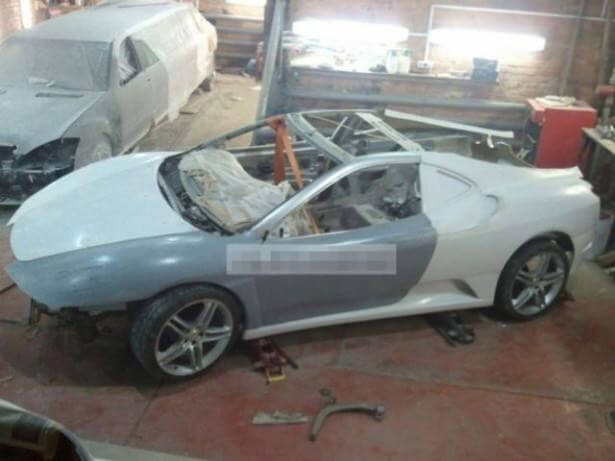 Önce Ferrari'ye sonra limuzine çevirdi