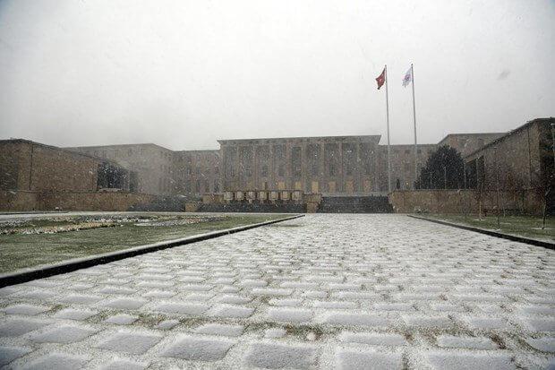 Ankara'da İlk Kar Düştü...