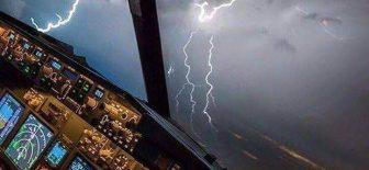 İstanbul'da Uçağa Yıldırım Çarptı !