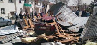 Şiddetli rüzgar bir çok kentte hayatı felç etti !