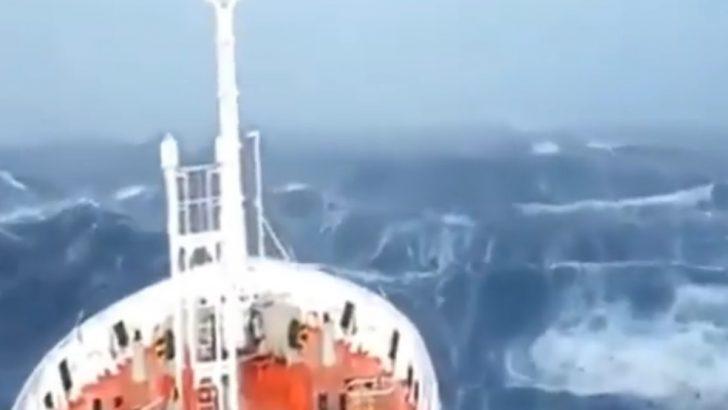 Bering denizinde fırtına ile mücadele…