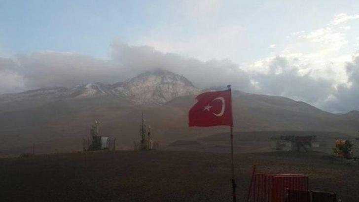 Erciyes Dağı'na ilk kar yağdı!