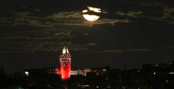 Dünyanın dört bir yanından 'Süper Ay' manzaraları