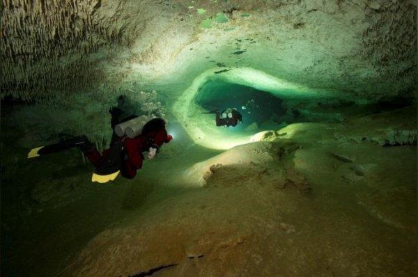 Dünyanın en büyük su altı mağarası Meksika'da
