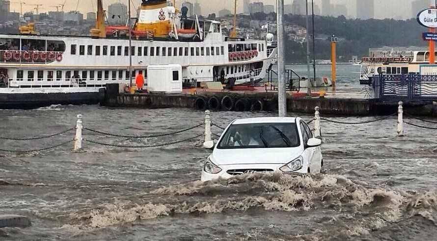 Siddetli yagmur sonrası Üsküdar'ı su bastı !