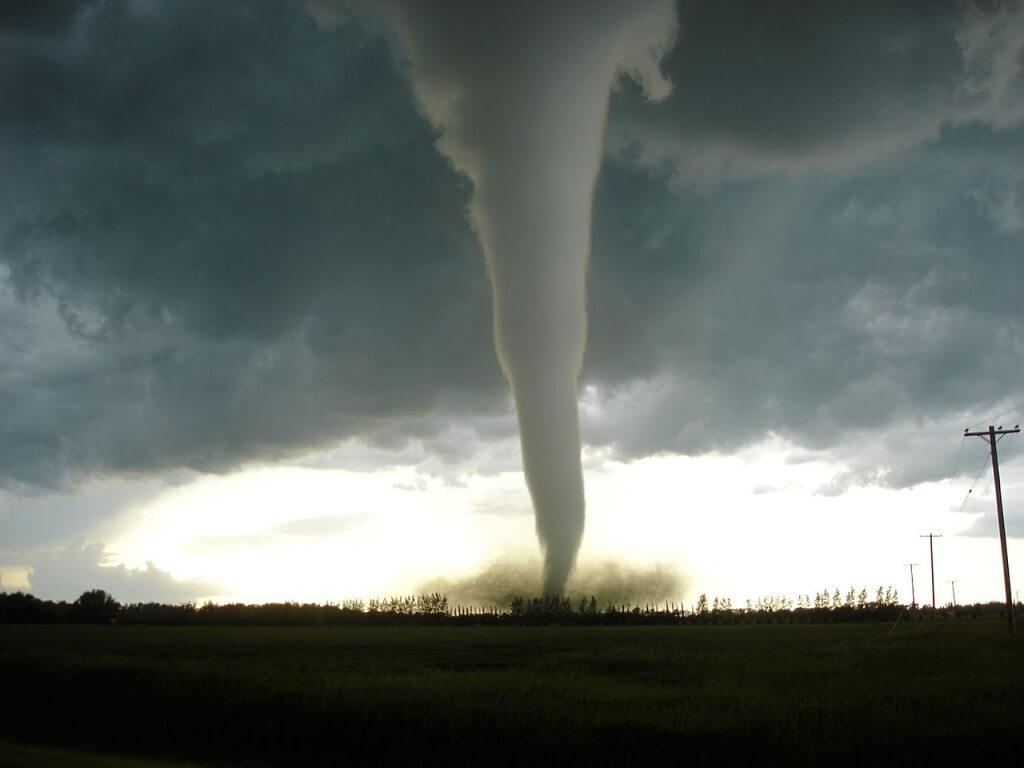 22 Haziran 2007 tarihinde Kanada'nın Manitoba eyaletinde meydana gelen F5 kategorisindeki (önce F4 olduğu tahmin edildi) bir hortum, güneydoğusundan Elie kasabasına yaklaşırken