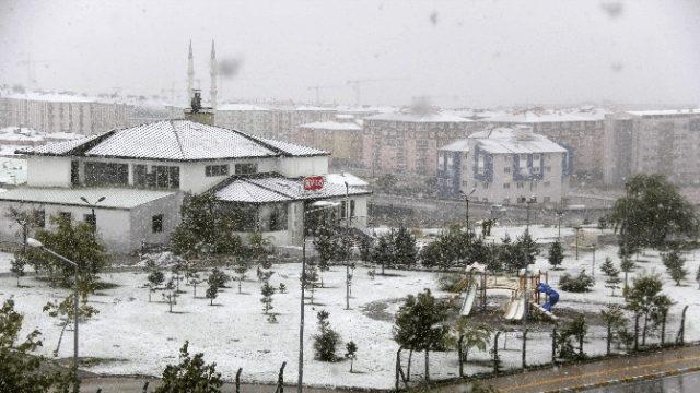 Erzurum'da Mesvimin İlk Kar Yağışı...