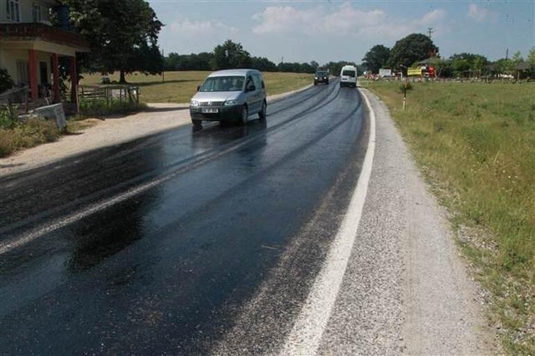 sicaktan-asfalt-eridi Kırklareli'nde sıcak havadan asfalt eridi! Haberler