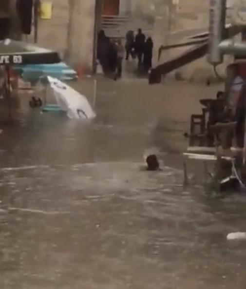 1_2428_1 İstanbul Yağmura Teslim Oldu! Haberler