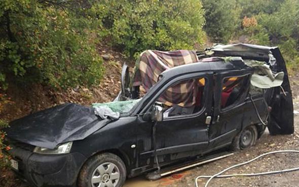 1811695-gElFKD Artvin'de yağmur sebebiyle yola kaya düştü. 3 Ölü! Haberler