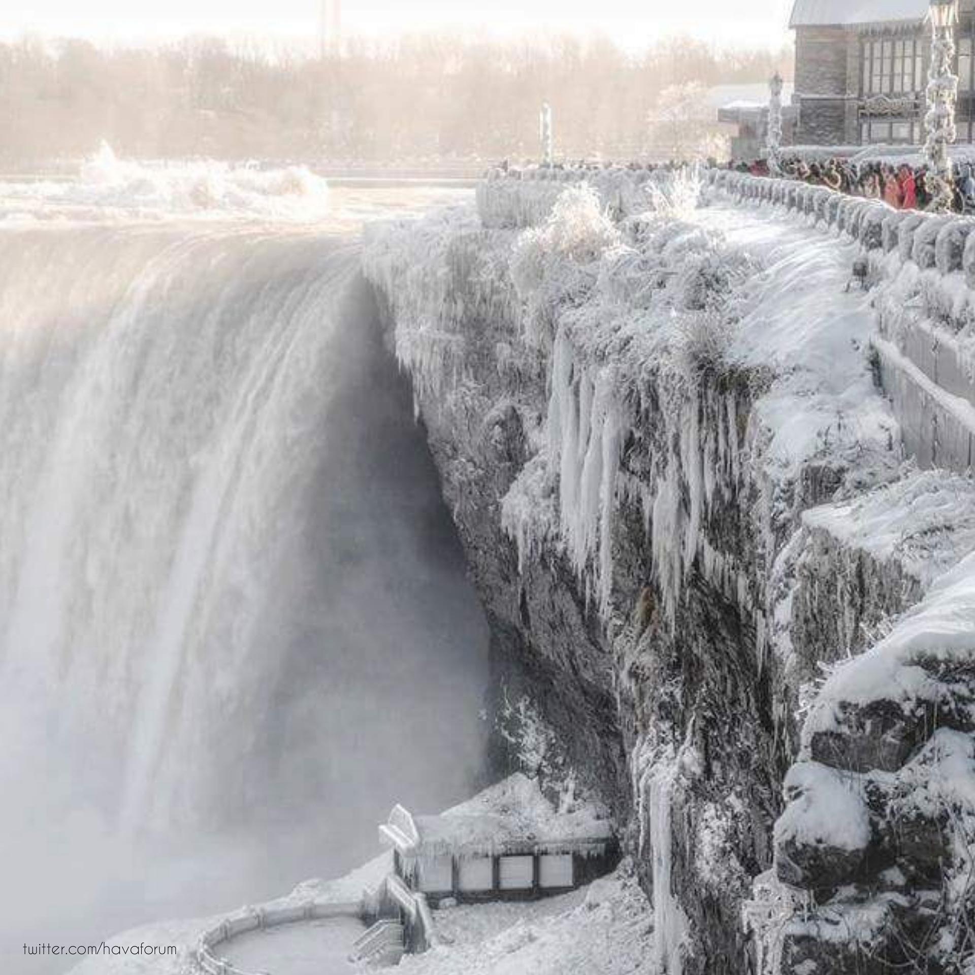 Niagara Şelalesi Dondu!