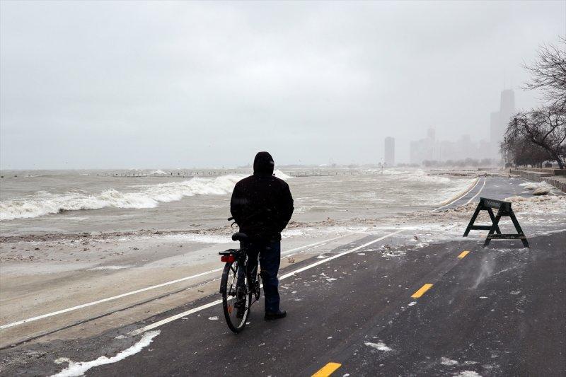 sert-kis-abdde-michigan-golunu-canlandirdi Sert kış ABD'de Michigan Gölü'nü canlandırdı Haberler