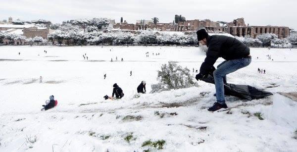 3 Roma'da 6 yıl sonra ilk kez kar yağdı! Haberler