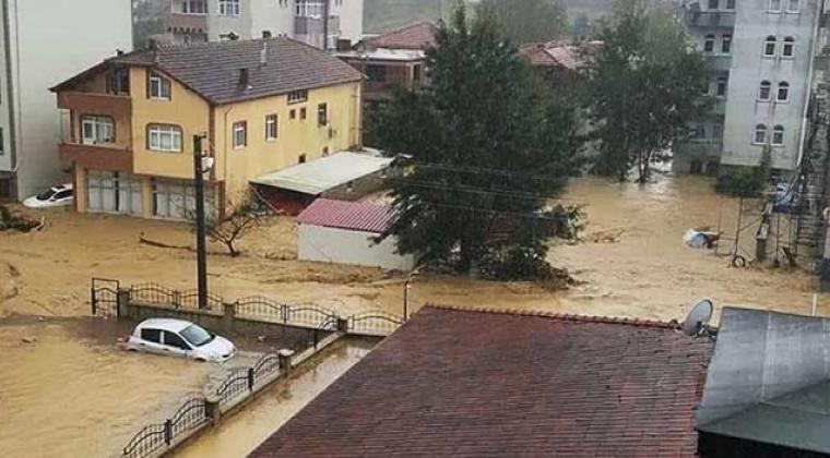 Kaynarca'daki sağanak yağışta sel meydana geldi!