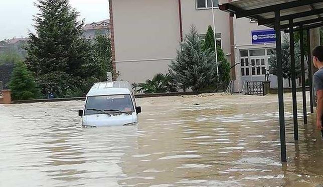 sakarya-kaynarca-sel23 Kaynarca'daki sağanak yağışta sel meydana geldi! Haberler