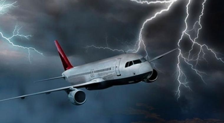 ucak-yildirim-simsek-dusmesi-carpmasi Uçağa Yıldırım Çarpar Mı? Çarparsa Ne Olur? Haberler