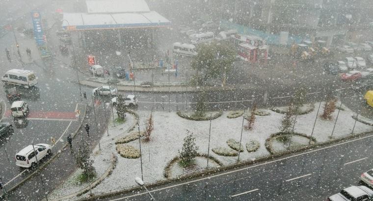 İstanbul'da Mevsimin İlk Karı Düştü!
