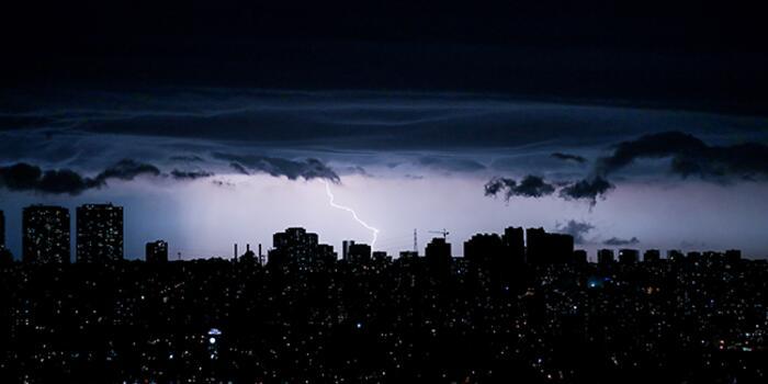 1 İstanbul'da Şimşekler Geceyi Aydınlattı! Haberler
