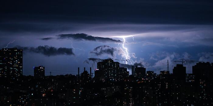 3 İstanbul'da Şimşekler Geceyi Aydınlattı! Haberler