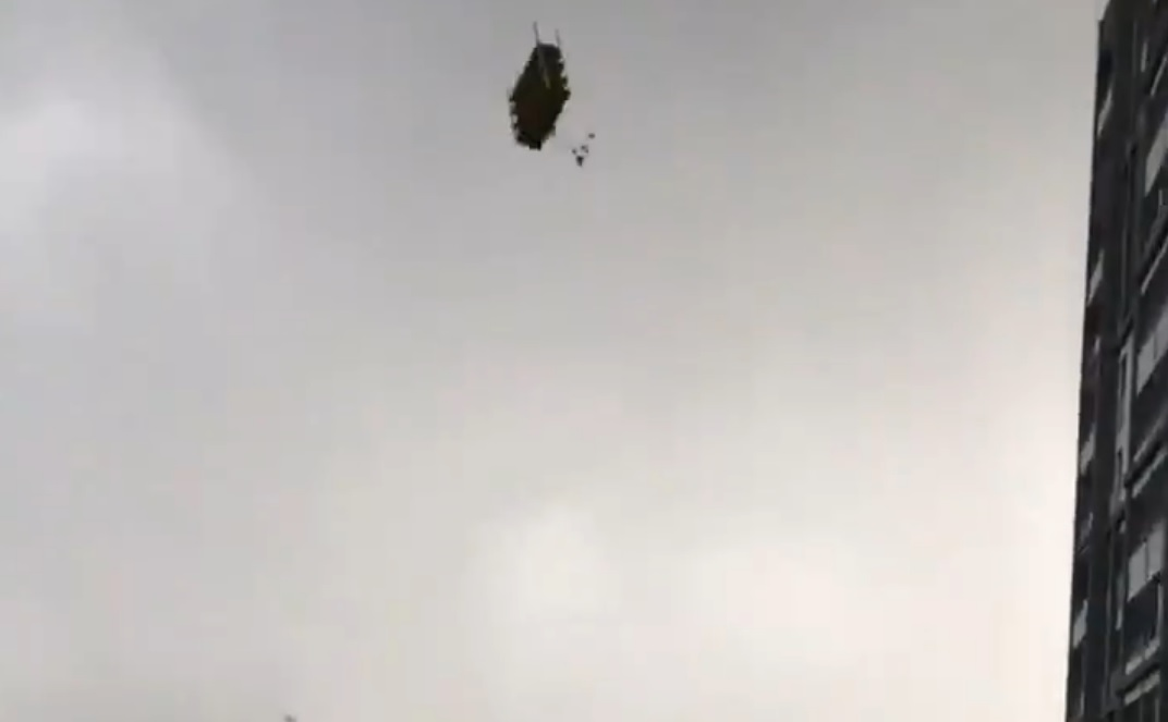 Ankara'da Fırtınada Gökten Ayakkabılık Düştü!